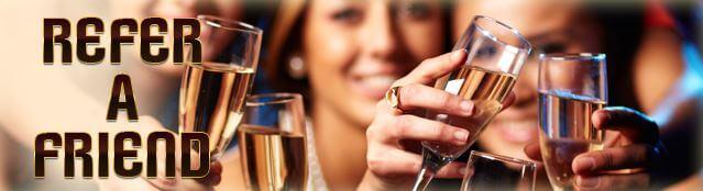 En Riviera Play Casino si tienes amigos, tienes bonos porque el casino premia la amistad con 20€ por cada colega traigas